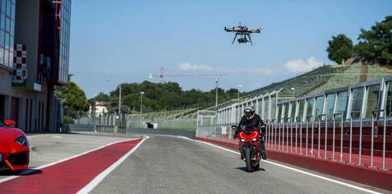 Cinestar 8 HL  durante spot Ducati Lamborghini