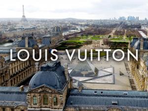 Louis Vuitton FW 19 Louvre 1