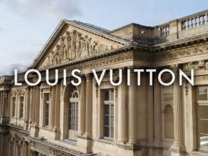 Louis Vuitton FW 19 Louvre 2