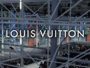 Louis Vuitton FW 19 Louvre 3