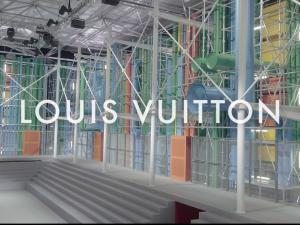 Louis Vuitton FW 19 Louvre 4